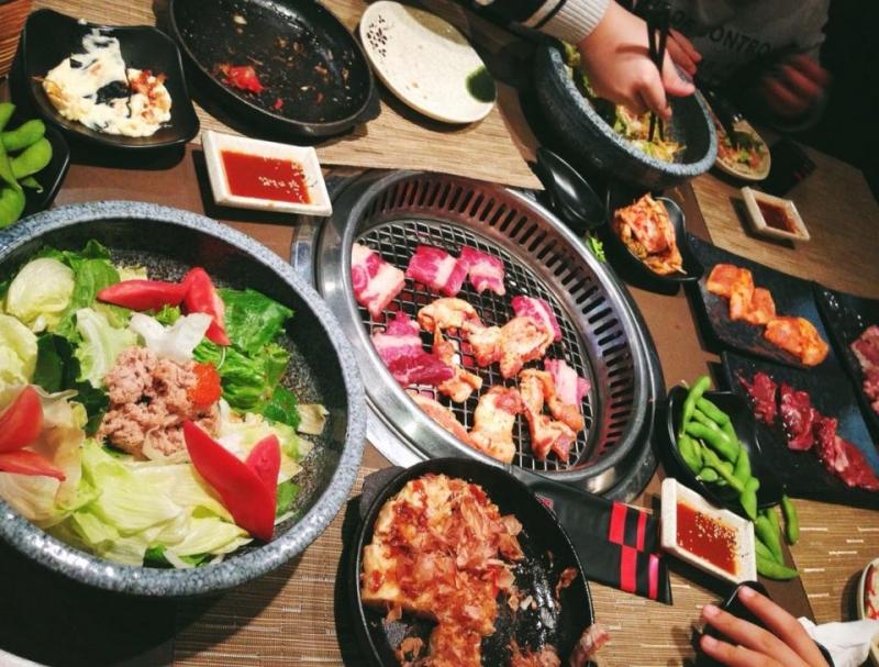 Sườn nướng chỉ là một trong rất nhiều món ngon tại nhà hàng Sumo BBQ.