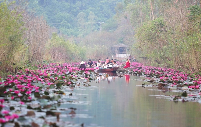 Suối Yến nằm trong khu di tích danh thắng Hương Sơn