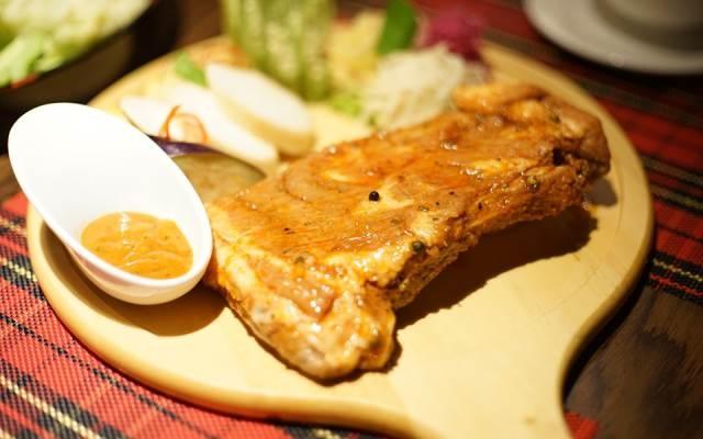 Món sườn bắt mắt ở Sườn No.1 - Nguyễn Huệ