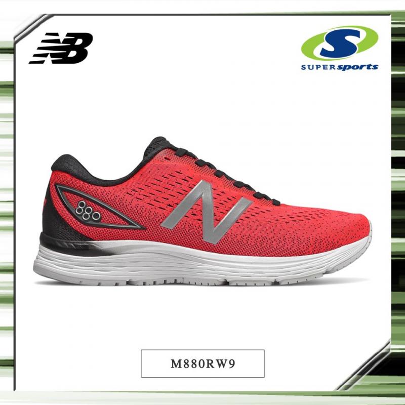 New Balance - một thương hiệu giày nổi tiếng có mặt tại Supersports
