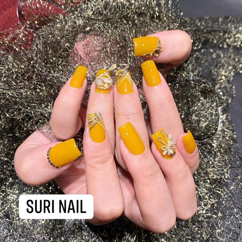 Suri Nail