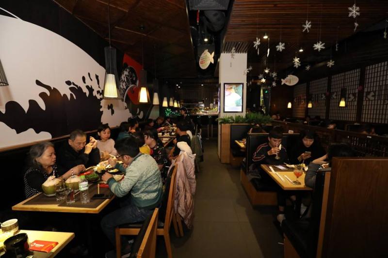 Không gian nhà hàng có phần ấm cúng nên cũng phù hợp cho những tiệc gia đình, sinh nhật