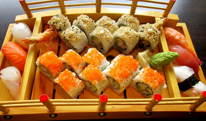 Thuyền chứa sushi