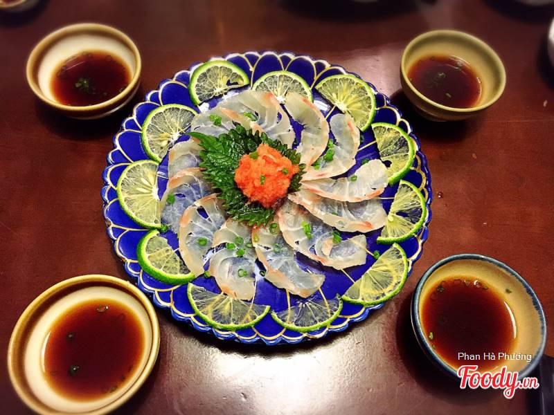 Hai menu chính của Sushibar là menu đồ ăn và sushi riêng, menu còn lại có các set cơm và set sushi