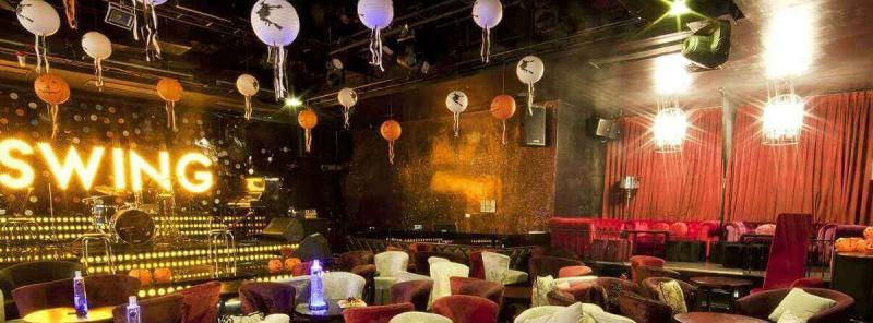 Swing Lounge còn thường xuyên tổ chức những đêm nhạc lớn với sự tham gia của những ca sĩ nổi tiếng
