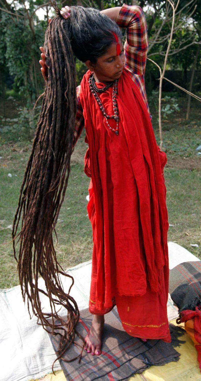 Tại Ấn Độ, những người theo đạo Hindu coi tóc là một vật để dâng tế Thánh Thần