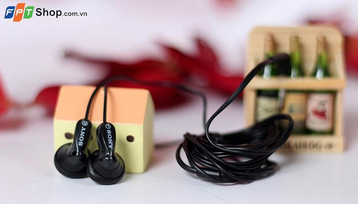 Tai nghe Sony Earpod – Giá: 200.000 VND