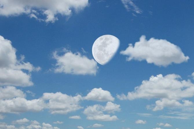 Tại sao ban ngày con không thấy mặt trăng?