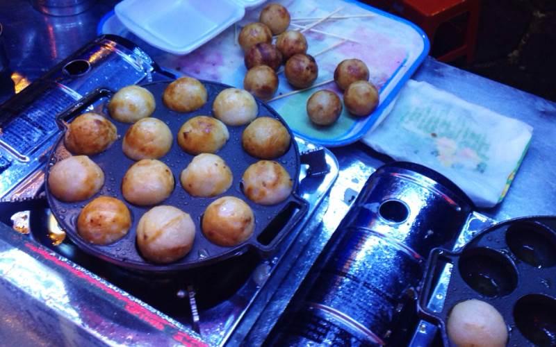 Bánh bạch tuộc Takoyaki là sự kết hợp hài hòa, tinh tế của nhiều hương vị.
