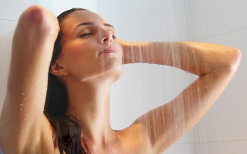 Tắm 2 lần/ngày là cách rất hiệu quả làm cơ thể mát mẻ