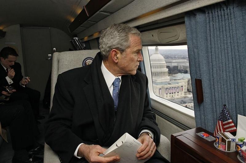Cựu tổng thống George W.Bush rời đi khỏi lễ nhậm chức của tổng thống Obama bằng trực thăng
