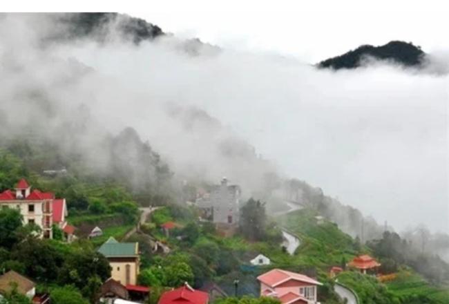 Tam Đảo mờ trong sương