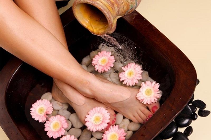Ngâm chân bằng nước ấm