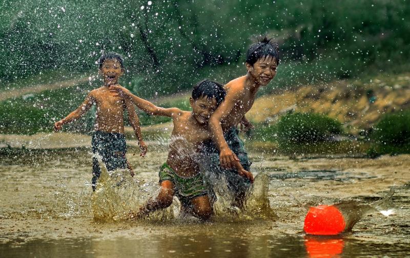Tuổi thơ dữ dội chính là tắm mưa