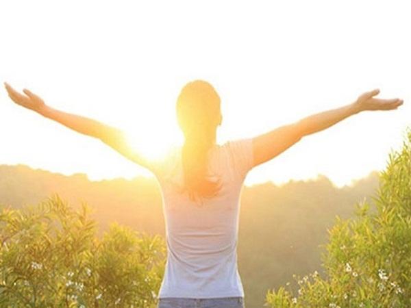 Tắm nắng sẽ giúp khung xương chắc chắn và khỏe mạnh