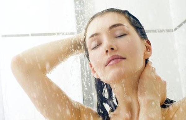 việc tắm nước lạnh làm tăng quá trình trao đổi chất.