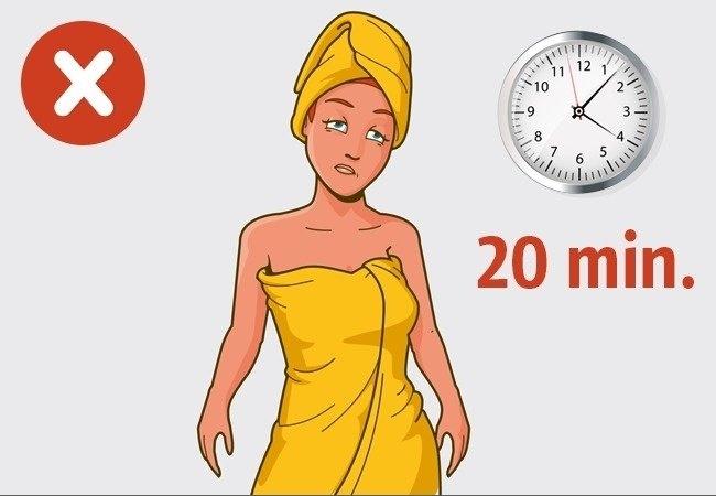 Tắm quá lâu sẽ khiến da bạn trở nên khô và dễ bị phát ban, mẩn ngứa