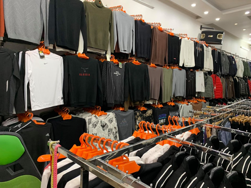 Các cửa hàng của T&T được ví như một siêu thị thời trang nam vậy đấy