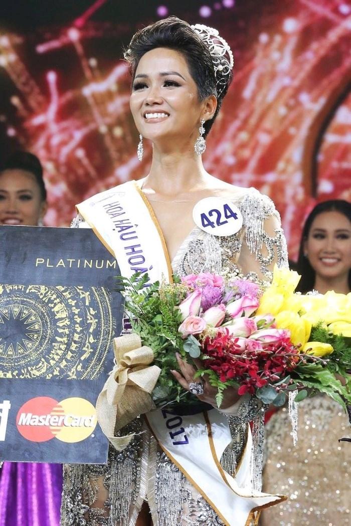 Khoảnh khắc H'Hen Niê đăng quang Hoa hậu