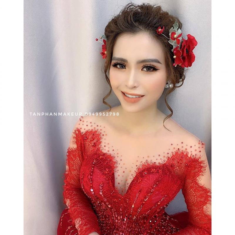 Tan Huynh Phan Make Up