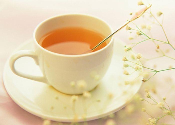 Pha 1 thìa mật ong với 1 cốc nước ấm uống trước khi đi ngủ.