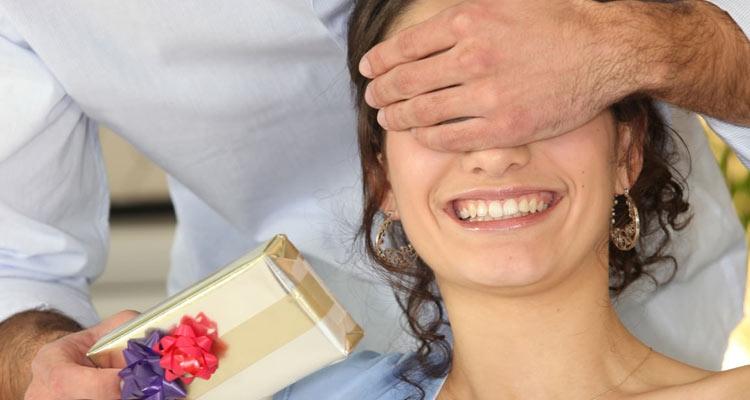 Chuẩn bị món quà đặc biệt và bất ngờ tặng vợ để gây ngạc nhiên