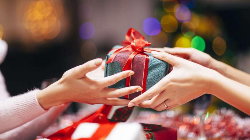 Hành động tặng quà cho người mình yêu là cần thiết