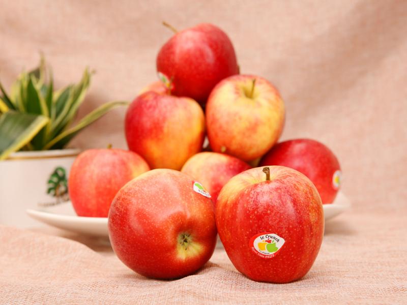 Khi trẻ có biểu hiện táo bón, bạn có thể sử dụng táo làm món tráng miệng vừa giàu dinh dưỡng lại giúp cải thiện hiệu quả tình trạng này.
