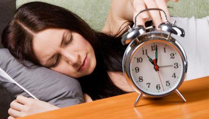 Đi ngủ sớm giúp cơ thể hồi phục sau một ngày làm việc căng thẳng - Nguồn: Internet