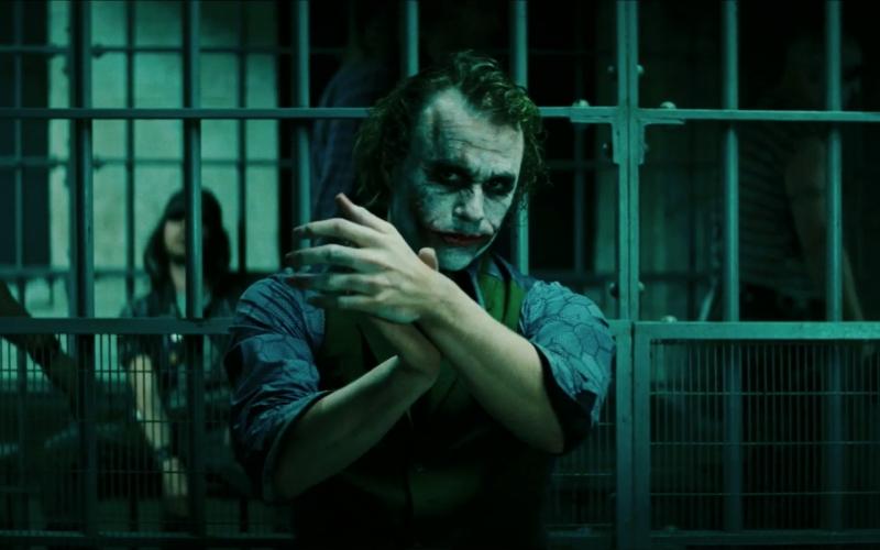 Joker, đầy độc ác, quái dị nhưng cũng không kém phần thông minh và nhạy bén.