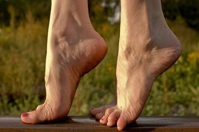 Động tác kiễng chân là động tác rất dễ thực hiện và rất hiệu quả để giúp bắp chân thon nhỏ