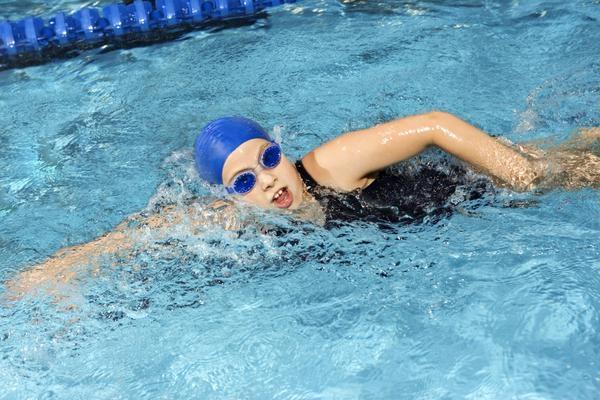Bơi lội là một cách hữu ích làm cơ thể mát mẻ hơn