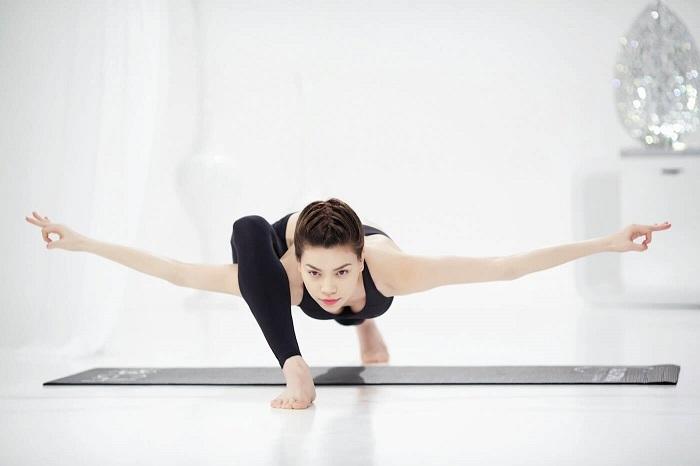 Để có được cơ thể dẻo dai cho những bài vũ đạo nóng bỏng, những ca sỹ buộc lòng phải nhờ đến sự hỗ trợ của những môn thể thao mà đặc biệt nhất là gym và yoga.