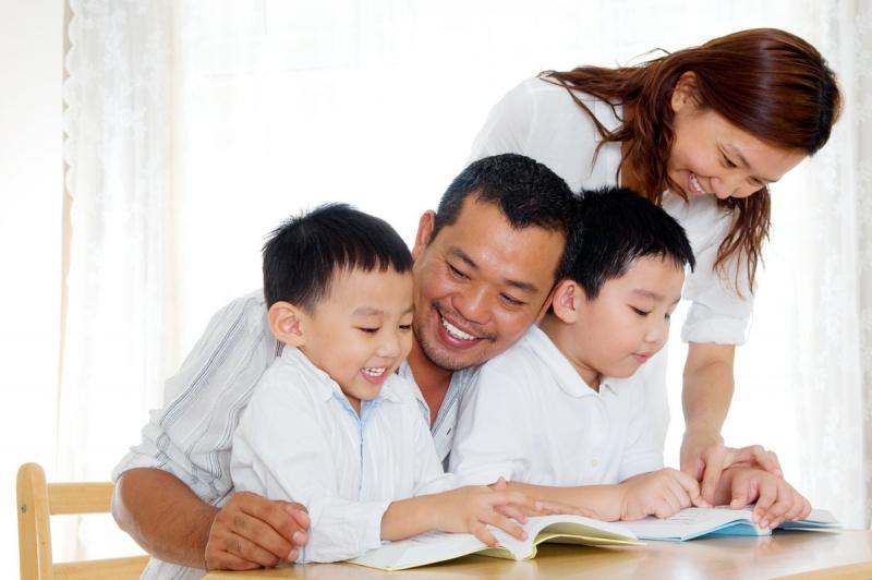 Bắt đầu từ những cuốn trẻ thích, cả nhà cùng đọc,, cùng thảo luận và cùng chia sẻ.