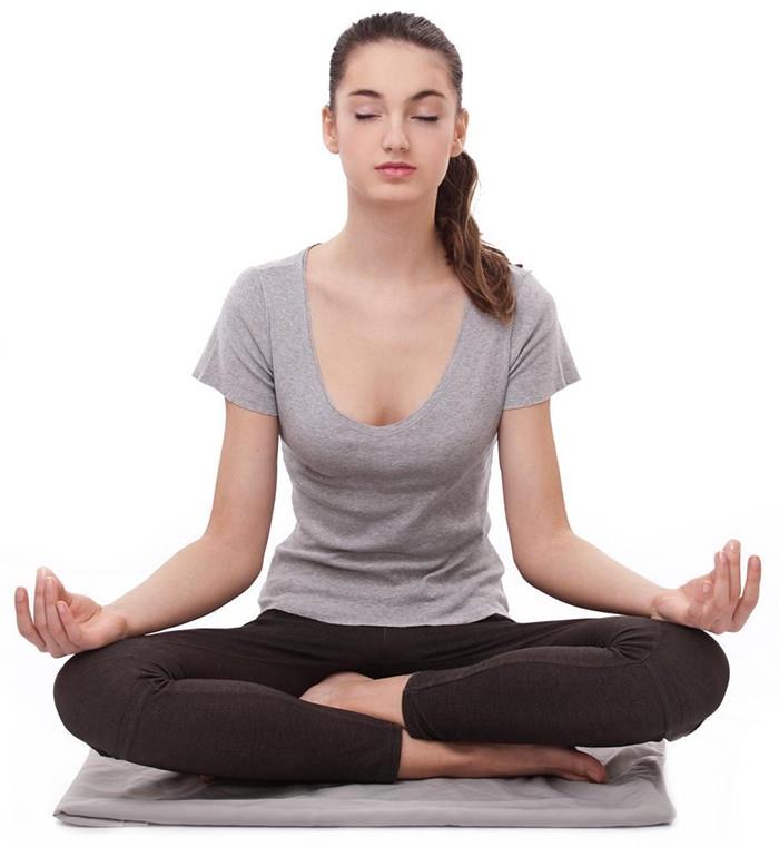 Tập yoga hoặc ngồi thiền