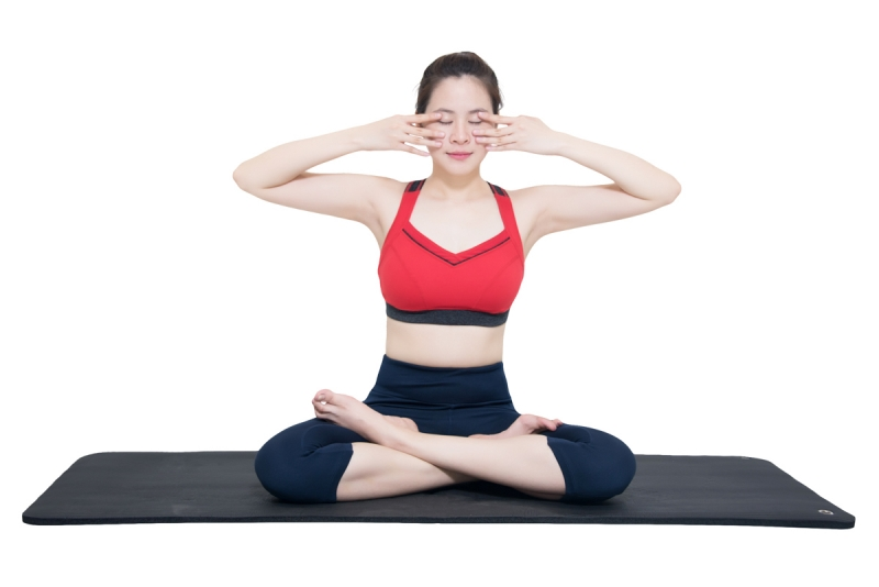 Tập Yoga mặt.