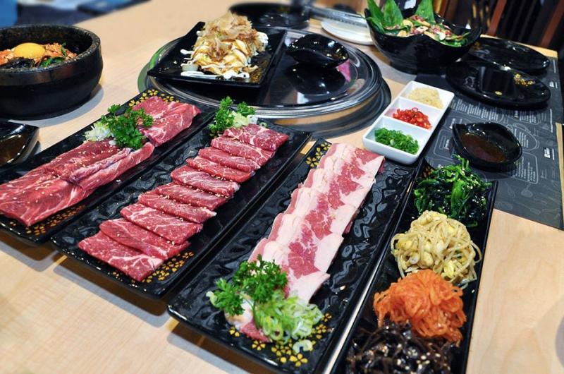 Các set thịt đều tươi ngon hứa hẹn mang đến hương vị cực kì hấp dẫn.