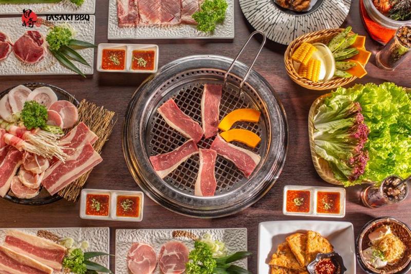 Hương vị thịt tươi ngon, hảo hạng được ướp sốt độc đáo, nướng Yakiniku trên than lửa hồng thơm phức và quyến rũ vô cùng