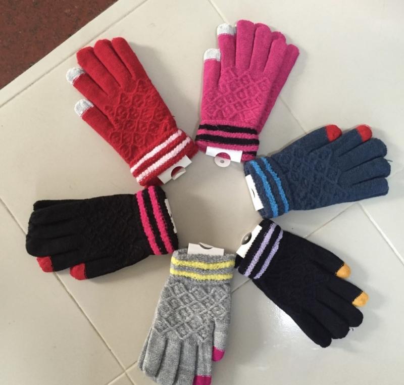 Tất, găng tay và mũ len