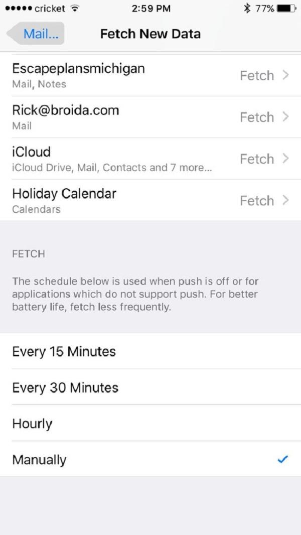 Tắt Push và chọn Manually cho ứng dụng Mail