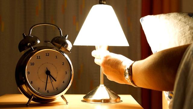 Tắt TV, đèn trước khi đi ngủ