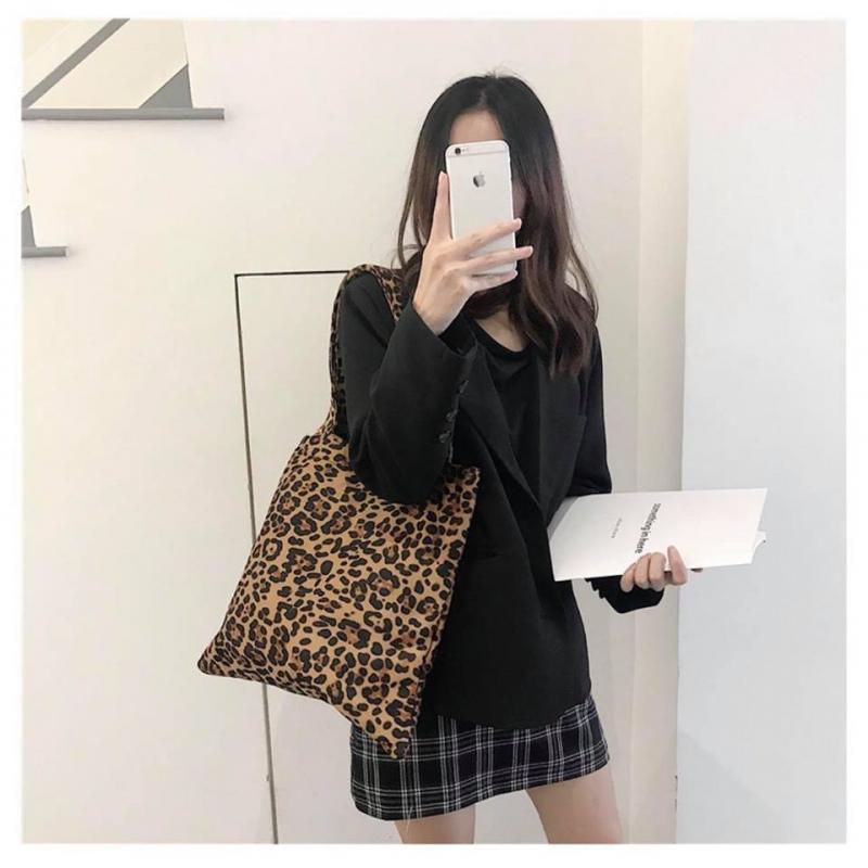 Nếu bạn là một cô nàng thích ăn mặc theo phong cách Hàn Quốc thì không nên bỏ lỡ địa chỉ túi xách Tatu Shop