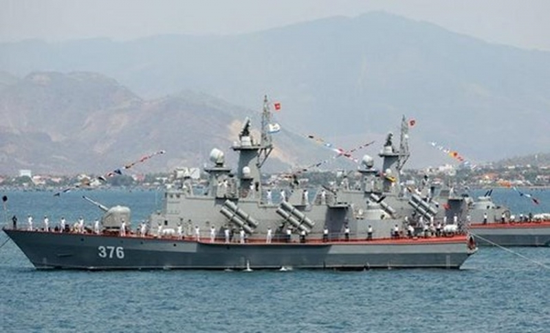 Tàu Molniya HQ 376