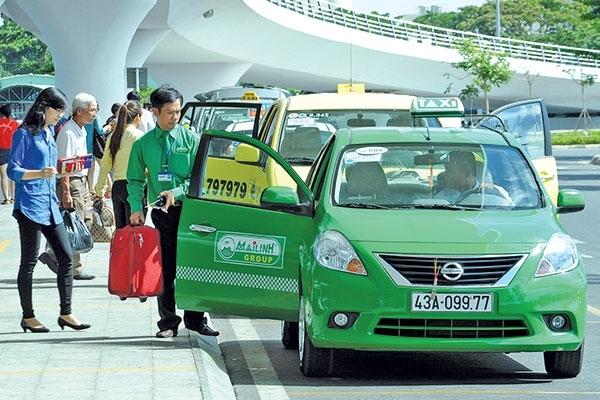 Lái xe của Mai Linh taxi phục vụ tận tình