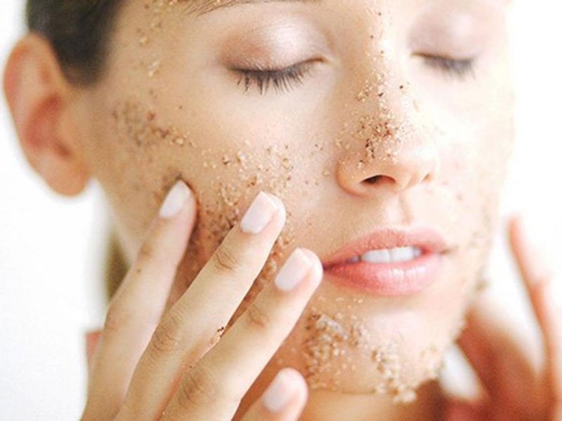 Tẩy da chết giúp bạn có một gương mặt rạng ngời
