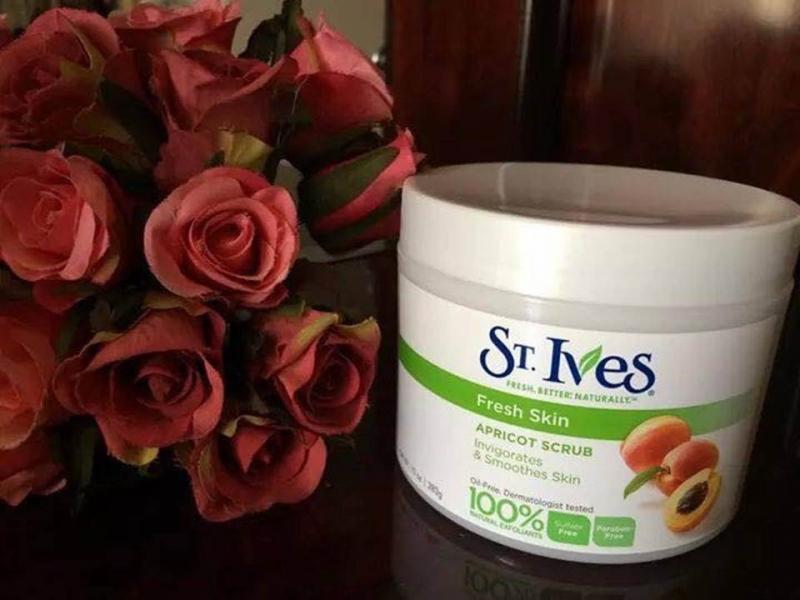 Tẩy da chết St.Ives Fresh Skin Apricot Scrub