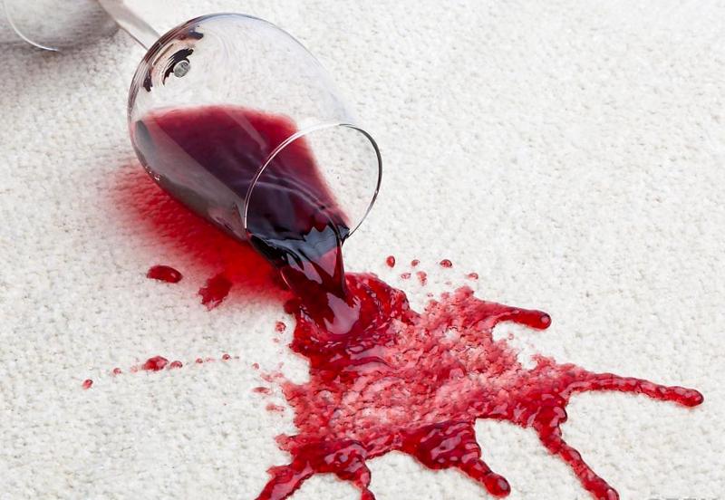 Tẩy sạch vết bẩn do rượu vang gây ra