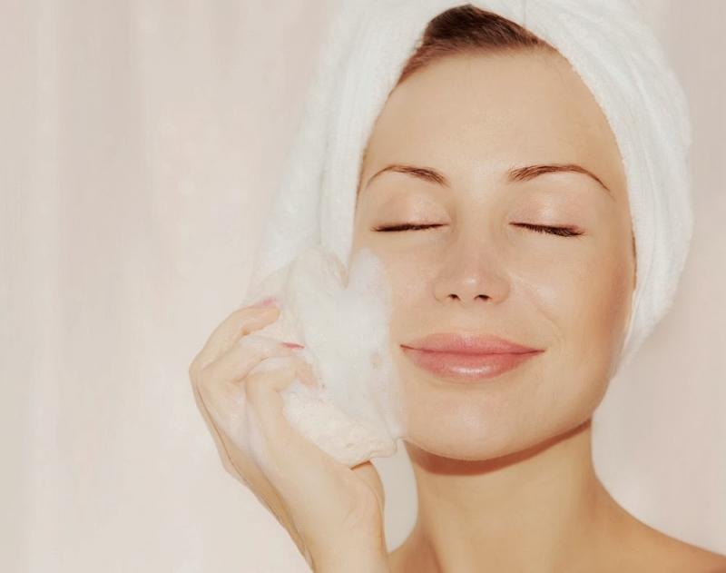 Hãy thực hiện điều độ việc tẩy tế bào chết điều độ trên da của mình 2 lần một tuần vì điều này sẽ giúp mang lại cho bạn một làn da luôn tươi trẻ và mạnh khỏe.