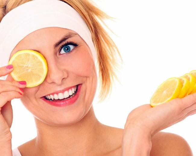 Vitamin C được tìm thấy trong chanh không chỉ tốt cho sức khỏe mà còn rất tốt cho làn da của bạn nữa