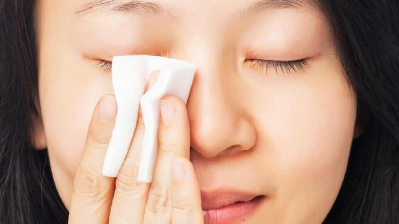 Tẩy trang Chia Seed Fresh Lip & Eye Make Up Remover có xuất xứ từ thương hiệu mỹ phẩm The Face Shop Hàn Quốc là tẩy trang mắt môi với chiết xuất từ hạt CHIA